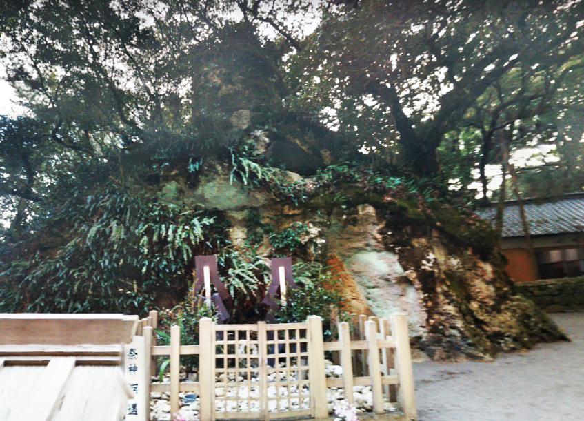 花窟(はなのいわや)神社
